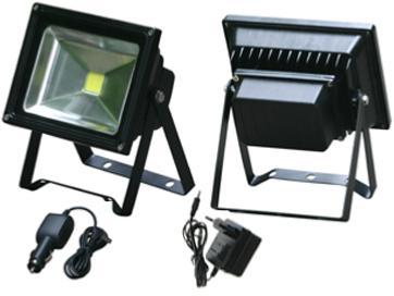 projecteur led 20w 12v 2000 lumens rechargeable sur pied. Black Bedroom Furniture Sets. Home Design Ideas